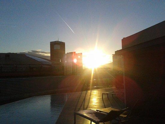 B-Hotel : Maravillosa puesta de sol desde la piscina