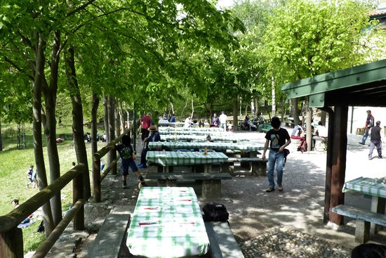 Galbiate, Italy: Al piazzale della Baita Alpina