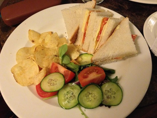 Mercure Stratford-Upon-Avon Shakespeare Hotel : Sandwiches-took 70 mins to arrive with a reminder. They were nice though..