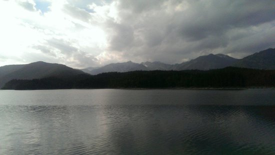 Eibsee Hotel: Looking out over Eibsee from the dock.