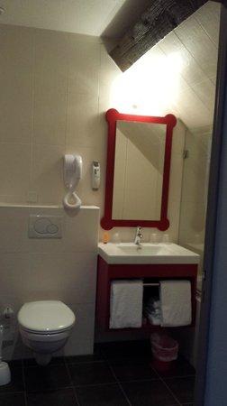 Ibis Styles Colmar Centre: Salle de bain