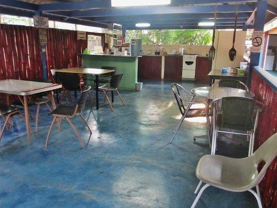 Hostal Amador Familiar: Cocina compartida/shared kitchen
