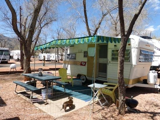Garden of the Gods RV Resort: 1965 Holiday Rambler