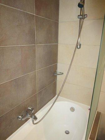 Michelangelo Resort and Spa: Bizarre shower arrangement