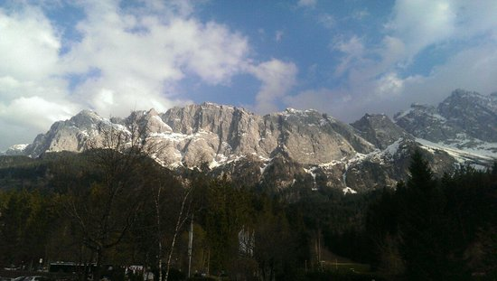 Eibsee Hotel: Majestic mountains in all directions