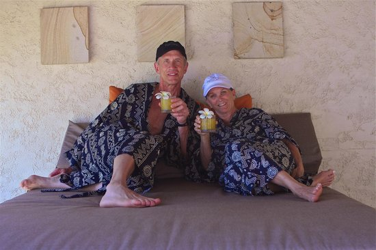 Tokoriki Island Resort: Enjoying the lovely sea breeze on our daybed