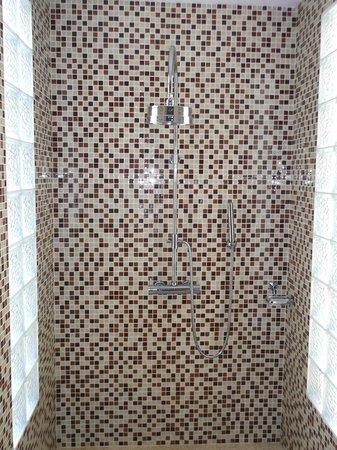Anantara Hoi An Resort: shower