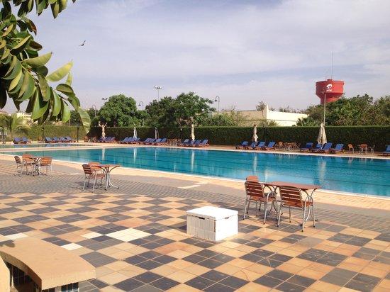 Laico Ouaga 2000 Hotel: La piscine au matin