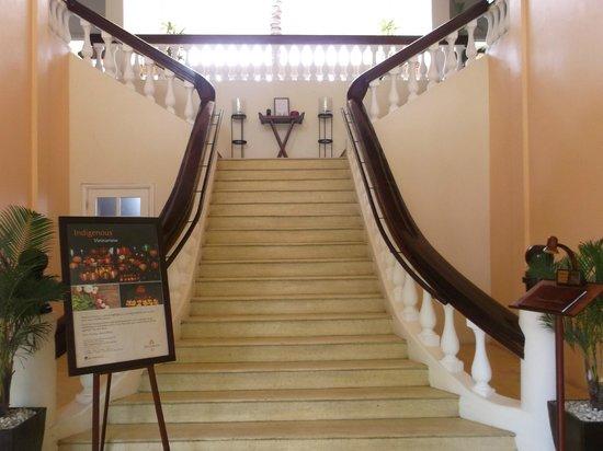 Anantara Hoi An Resort: entrance to breakfast room