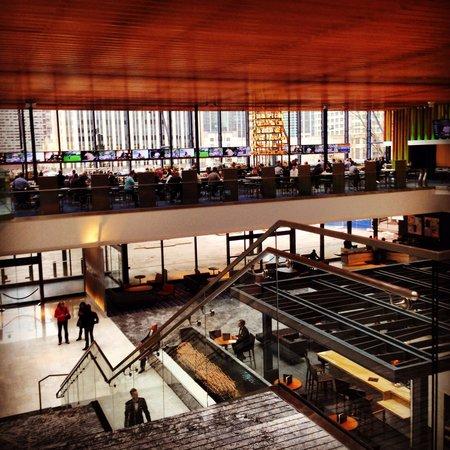 Hyatt Regency Chicago: Hotel lobby