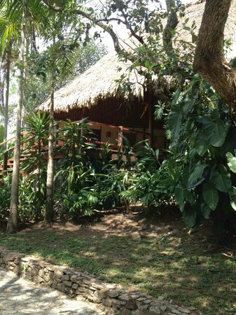 Blancaneaux Lodge: A lakeside cabana