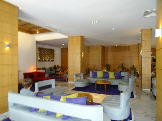The Orangers Beach Resort & Bungalows : Reception soft seating area