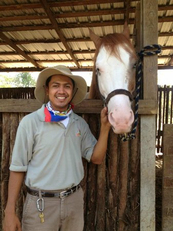 Blancaneaux Lodge: Oscar our bird guide and horse man