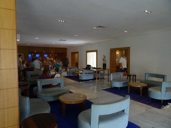 The Orangers Beach Resort & Bungalows: Reception Area