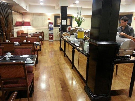 Pestana Buenos Aires Hotel: Desayunador espectacular con máquina de Nescafe
