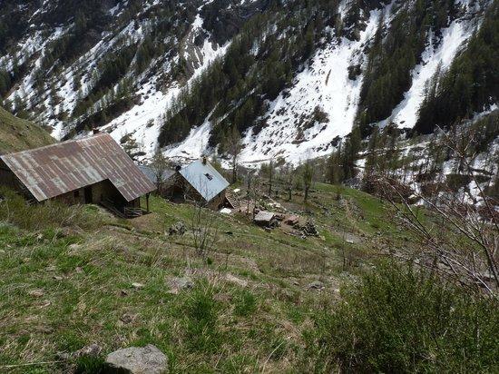Les Chemins Verts : surplomb du refuge du Tourond 1712 mètres