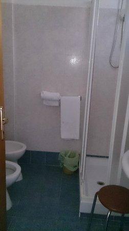 Hotel Tirrenia : dettaglio bagno 2