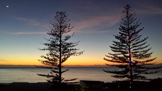 Scenic Hotel Te Pania: Dawn from Hotel room