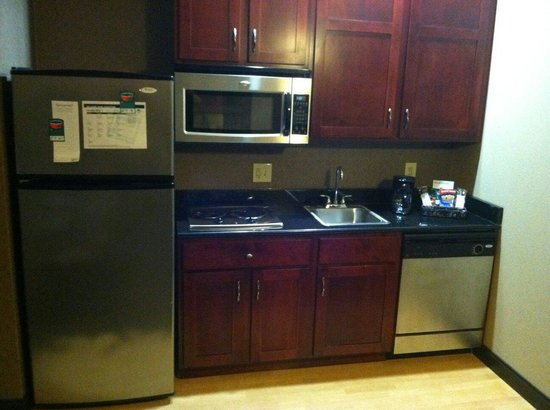 Homewood Suites by Hilton Indianapolis-Downtown : Great kitchen.