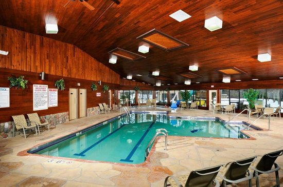 The Pointe Hotel & Suites: The Pointe Hotel and Suites pool and recreation area