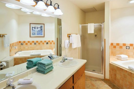 The Pointe Hotel & Suites: Two Bedroom Suite bathroom