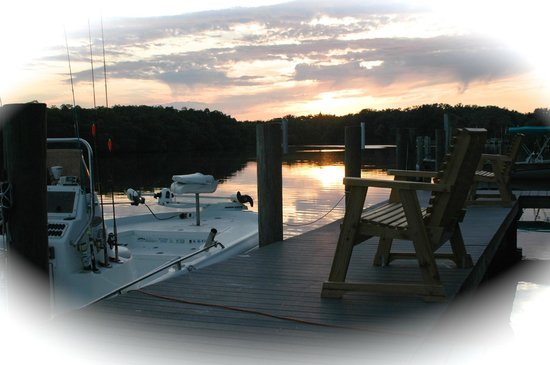 Pirates Pointe Resort: Sunset on dock