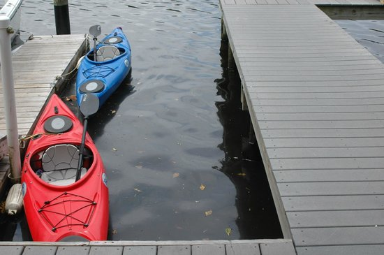 Pirates Pointe Resort: Kayaks ready to go