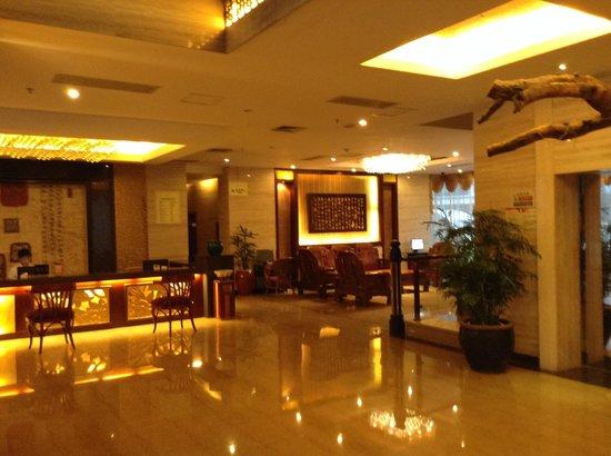 Jasper International Hotel: Front lobby