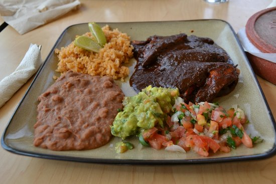 Laura's Bakery and Taqueria: delicious mole!