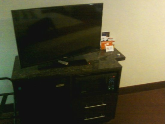 Captivating Red Roof Inn Lafayette: Flat Screen TV