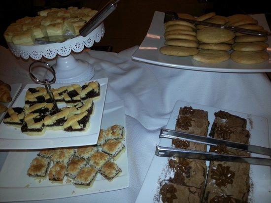 Diplomatic Hotel : Pasteleria en el desayuno