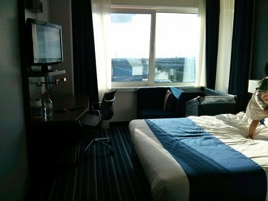 Holiday Inn Express Amsterdam-Sloterdijk Station : Room