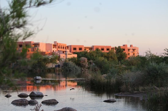Sheraton Grand at Wild Horse Pass : view from the river