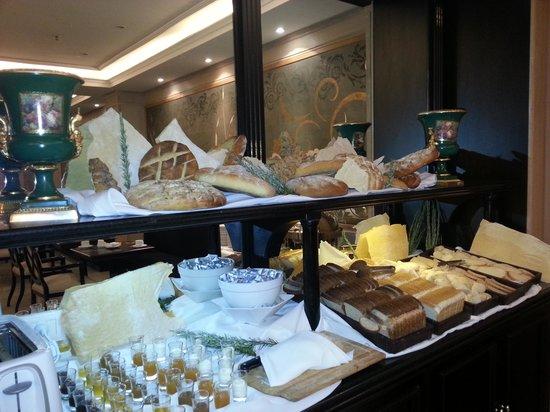 Diplomatic Hotel : Panificacion en el desayuno