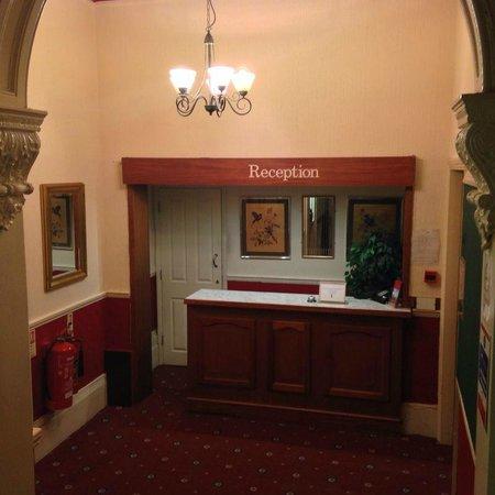 Carlton Hotel: Reception