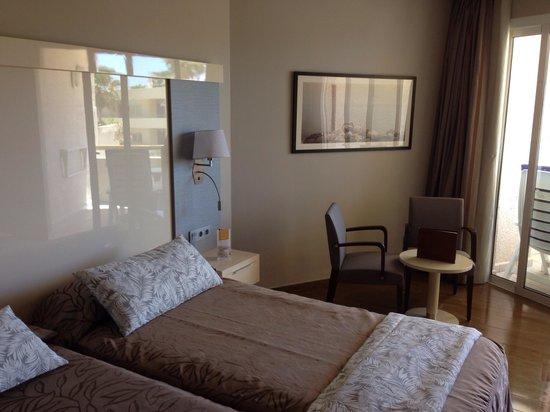 Spring Arona Gran Hotel: A refurbished room