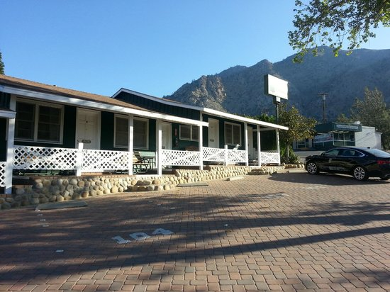 The Kern Lodge: Outside of the Hotel Kern Lodge