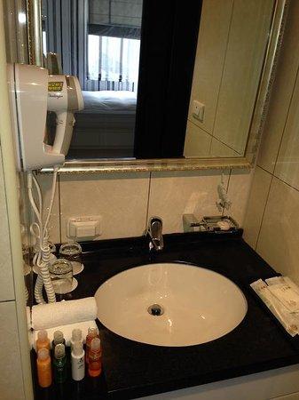 iTaipei Service Apartment: bath room-1