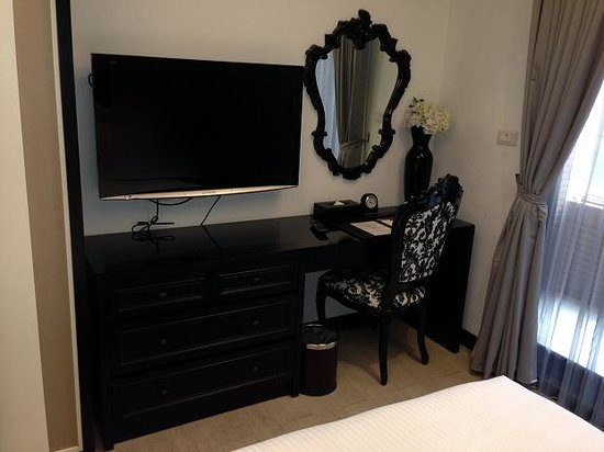 iTaipei Service Apartment : Bedroom desk/mirror