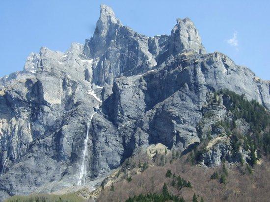 Le Cirque du Fer a Cheval: waterfall