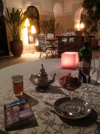 Riad Aguerzame : Relaxed dinner