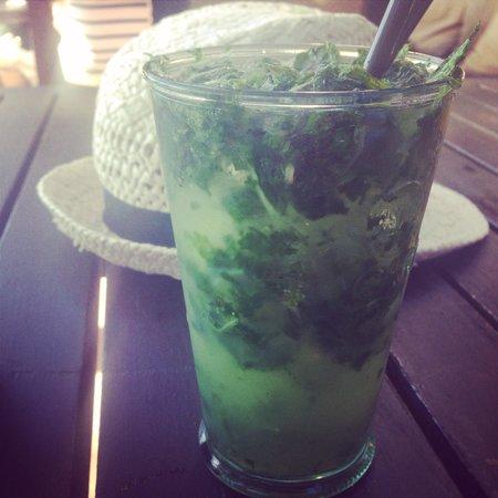 Kosy Bar: Very green mojito :)