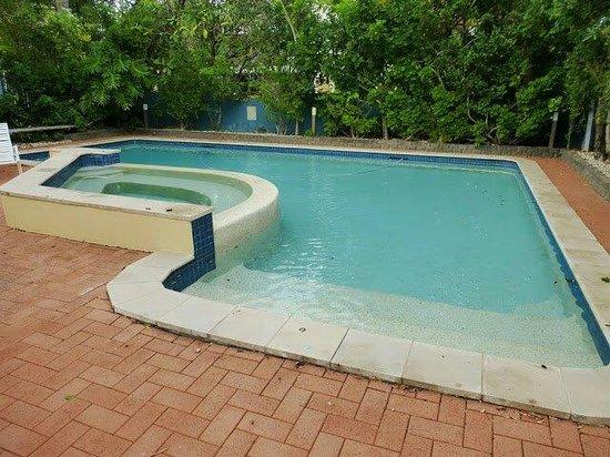 Aquarius Backpackers: The pool