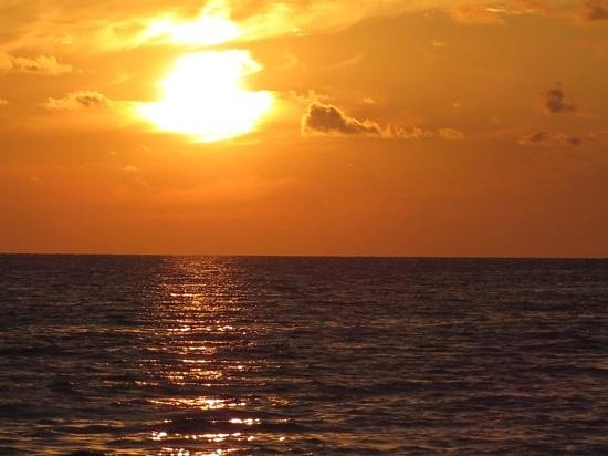 Postcard Inn on the Beach : Sunsets at Postcard Inn