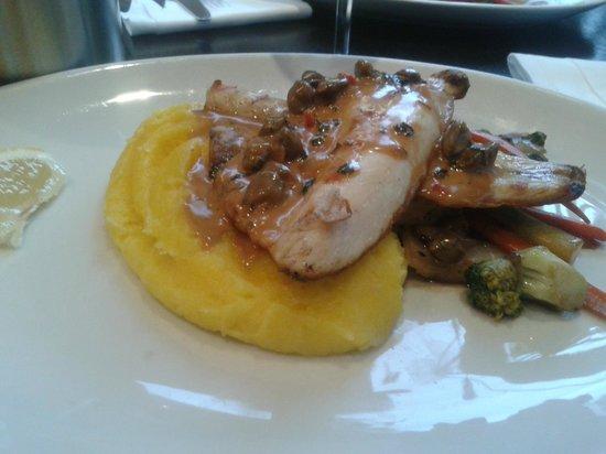Sade Restaurant and Bar : Sea Bass, mash and vegetables - delicious