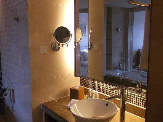 Millennium Hotel Chengdu: bathroom
