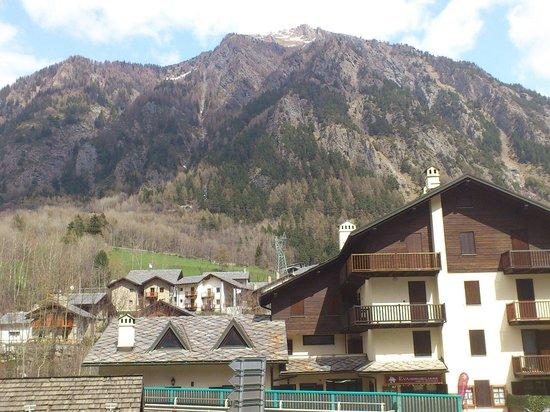 Albergo Edelweiss : Vista da camera lato ingresso