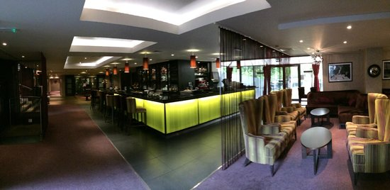 Doubletree by Hilton Cambridge City Centre: Bar