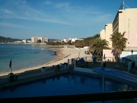 Hotel Playasol San Remo: Small Beach View