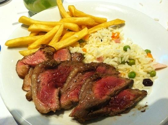 Bar e Restaurante Garota de Ipanema : picanha and fries... the best!